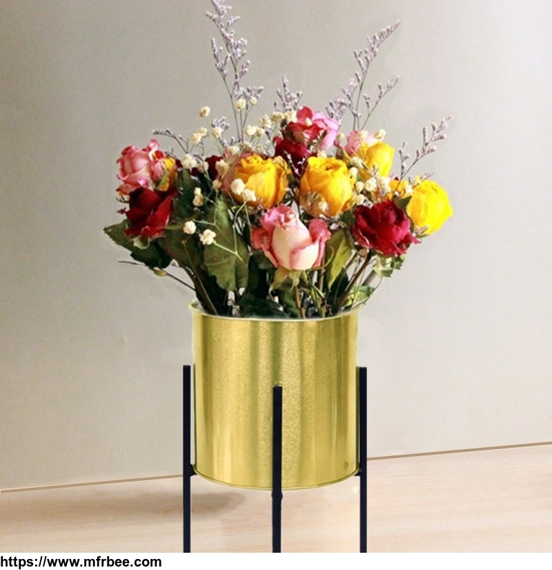 metal_flower_stand_with_flower_pot